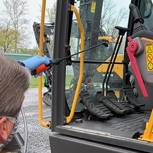 pulizia e sanificazione cabina macchine movimento terra
