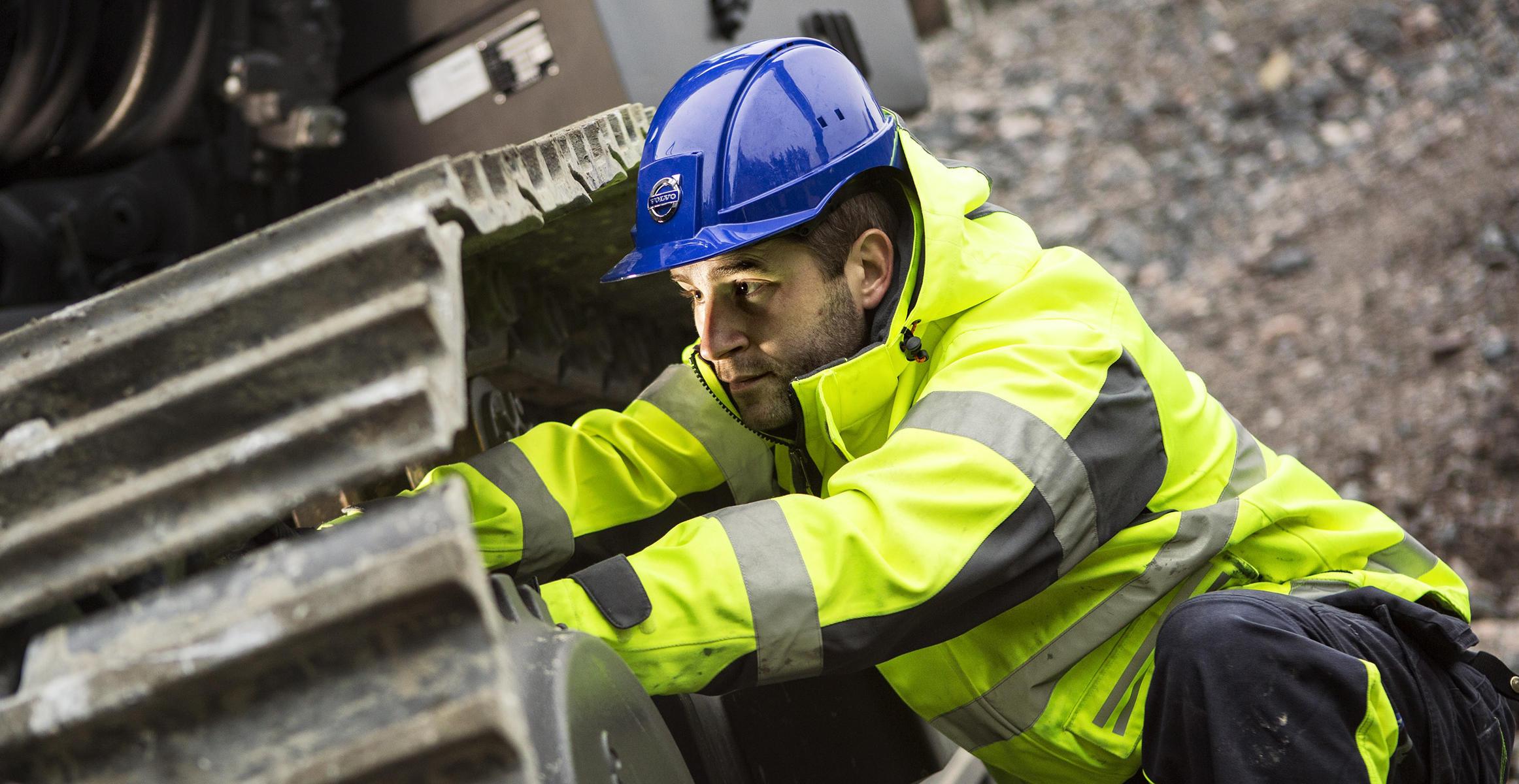 manutenzione escavatore: tensione dei cingoli