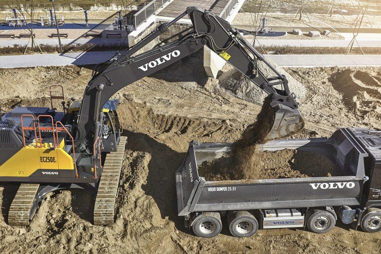 Escavatori ibridi Volvo